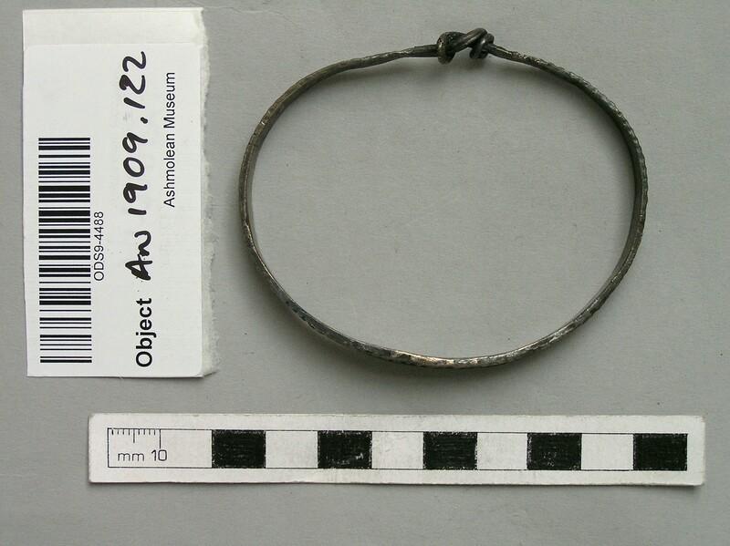 Arm ring (AN1909.122, record shot)