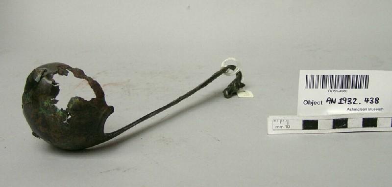 Simpulum ladle with wolf-head hook