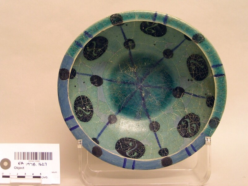 Bowl with dots and S motifs