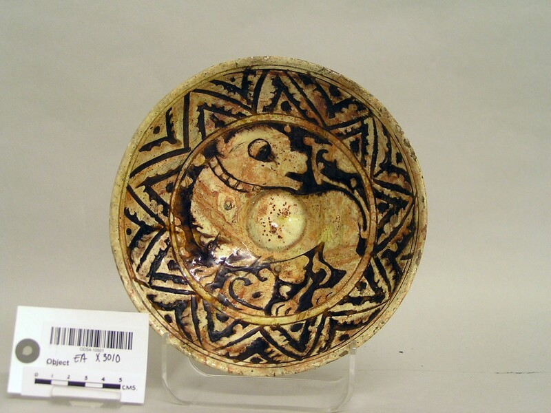 Bowl with quadruped and frieze of triangles