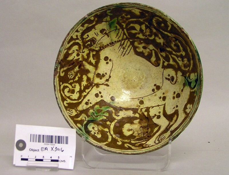 Bowl with a leopard against vegetal scrolls