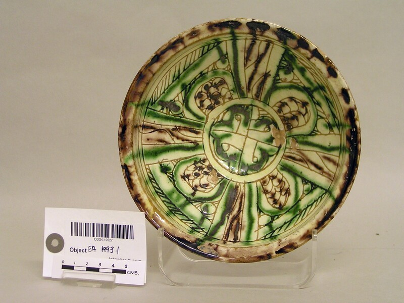 Bowl with radiating panels