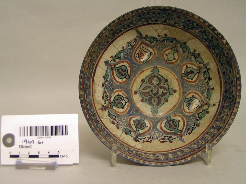 Bowl central medallion and frieze of drop-shaped motifs