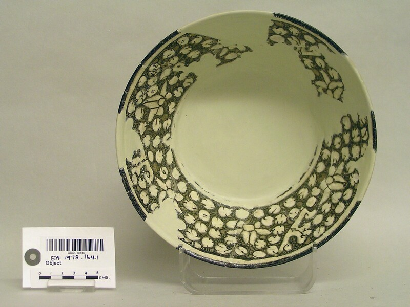 Bowl with blossoms
