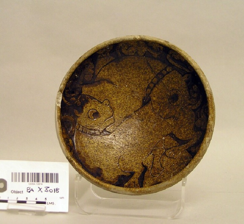 Bowl with fighting animals