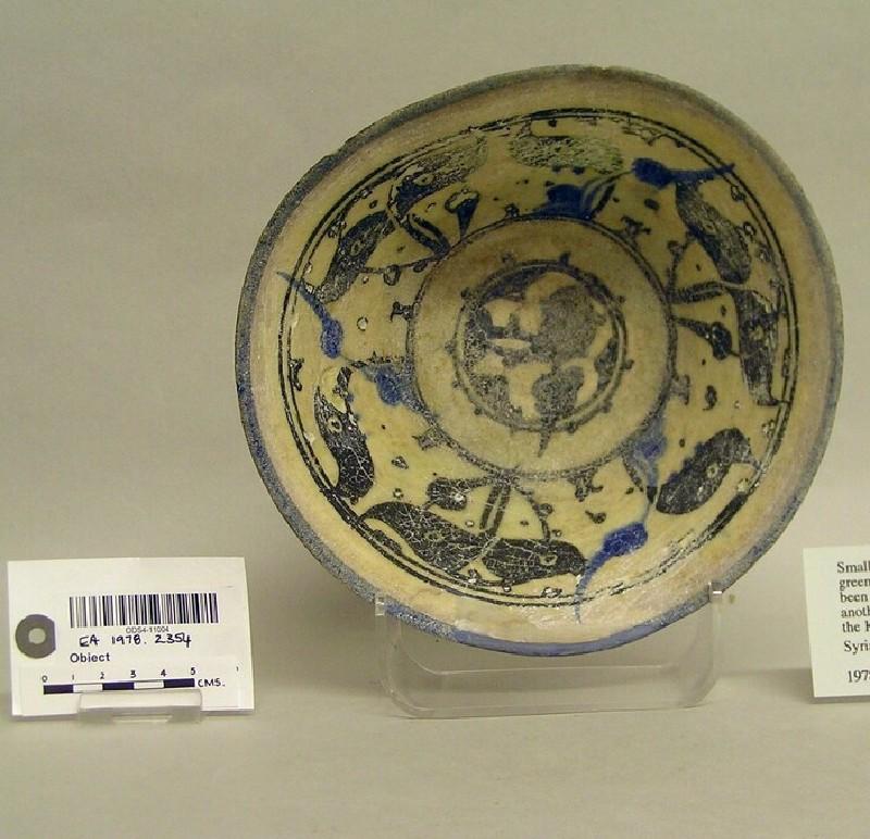Bowl with vegetal decoration