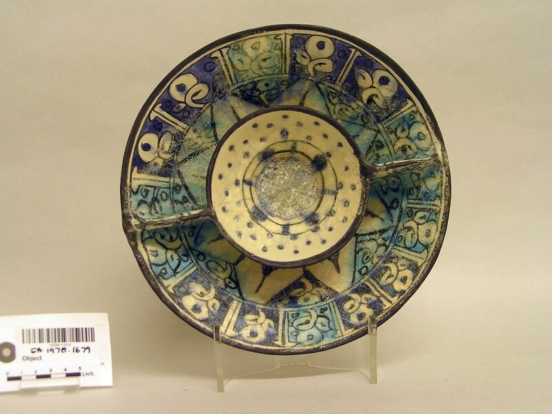 Double bowl with radial panels