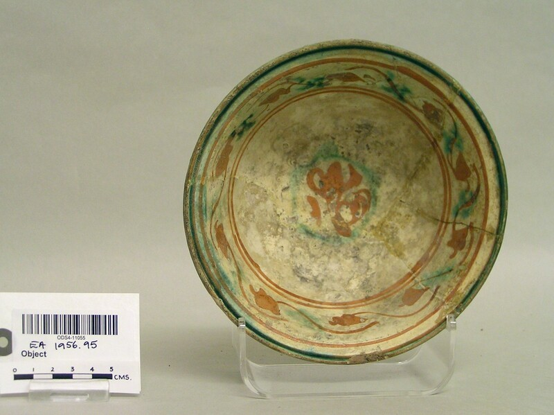 Bowl with engraved vegetal decoration