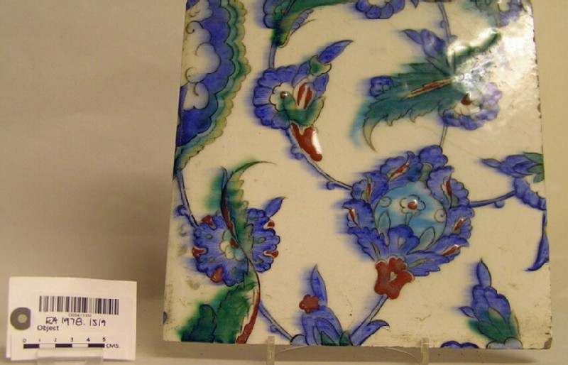 Tile with flowers and leaves