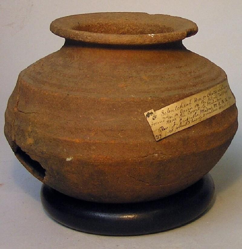 Urn (EAX.2497, record shot)