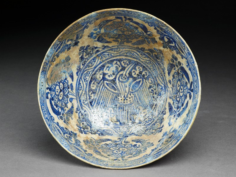 Bowl with bird and peonies (top            )