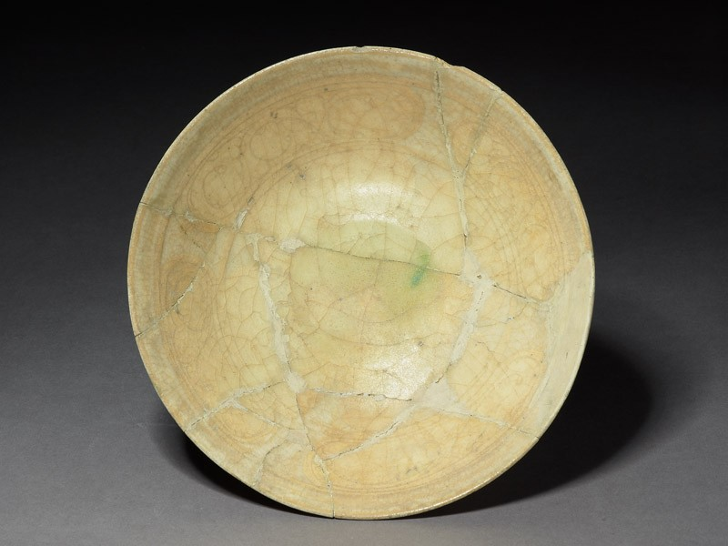 Bowl with scrollwork panels and concentric rings