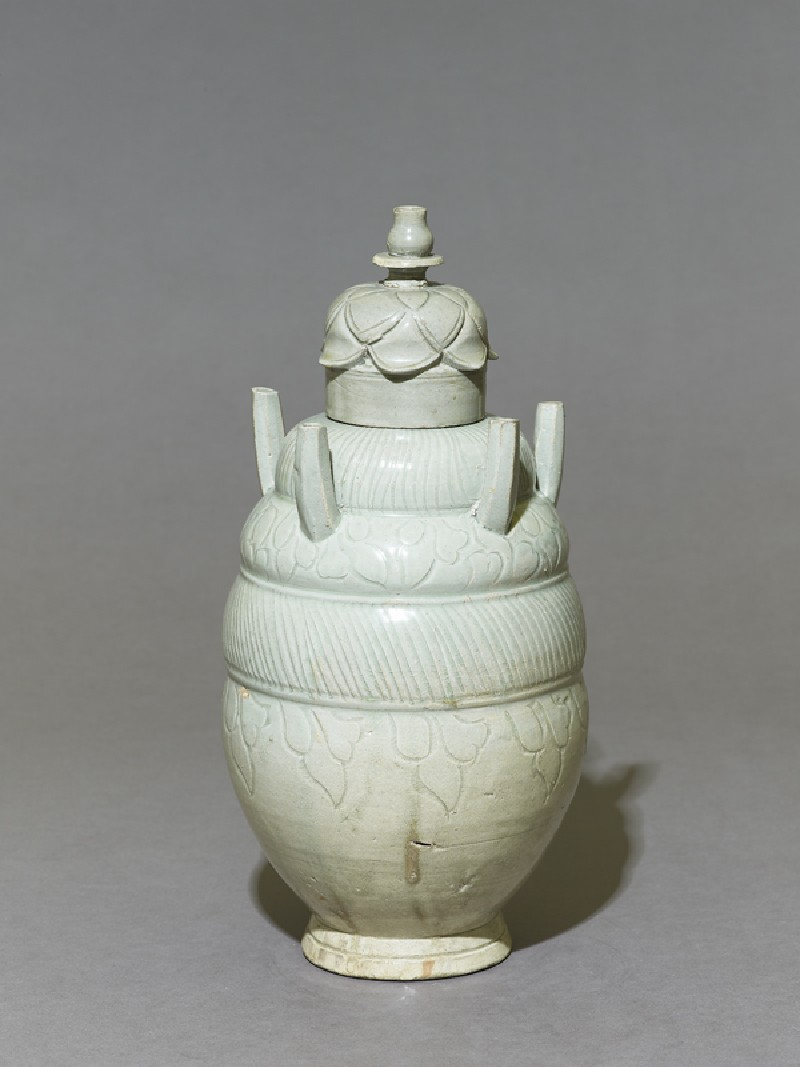Greenware burial vase with lid in the form of a lotus (oblique            )