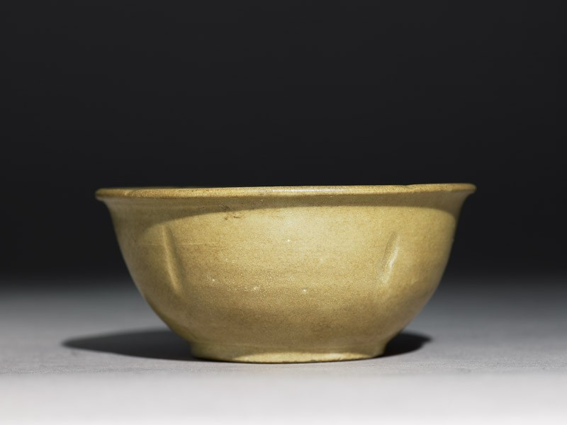 Greenware bowl with lobed body and rim (side            )