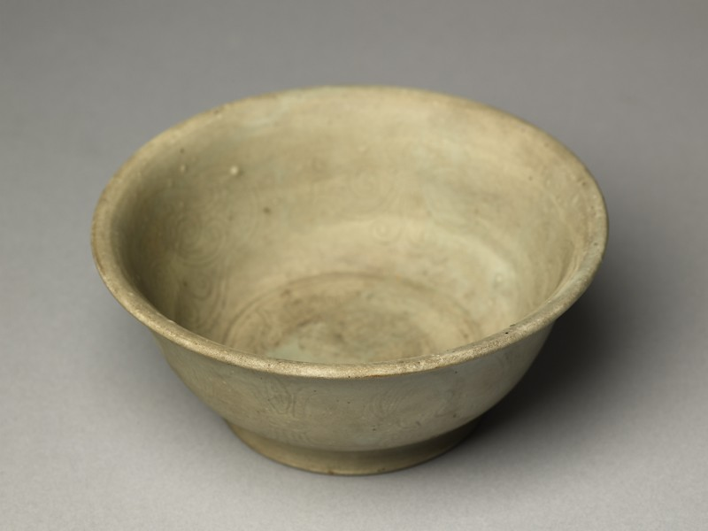 Greenware bowl with phoenix and floral decoration (EA1956.243, oblique            )
