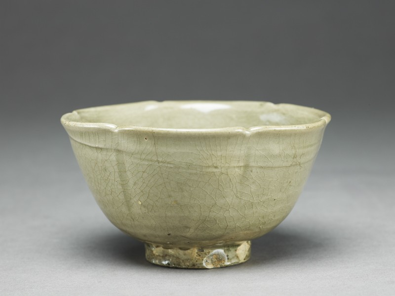 Greenware bowl with lobed rim and sides (EA1956.249, oblique            )