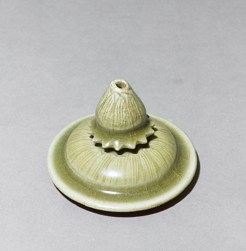 Greenware lid with lotus petals