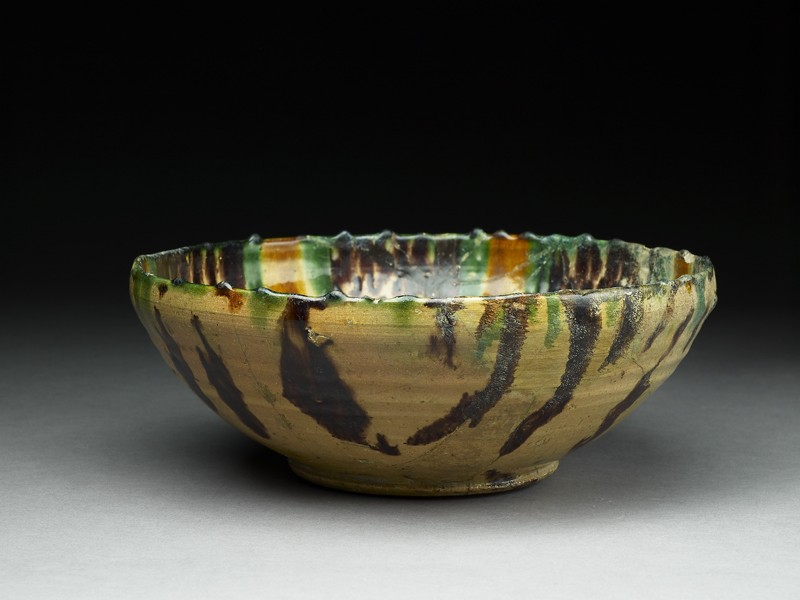 Bowl with polychrome splashed decoration (EA1956.61, oblique           )