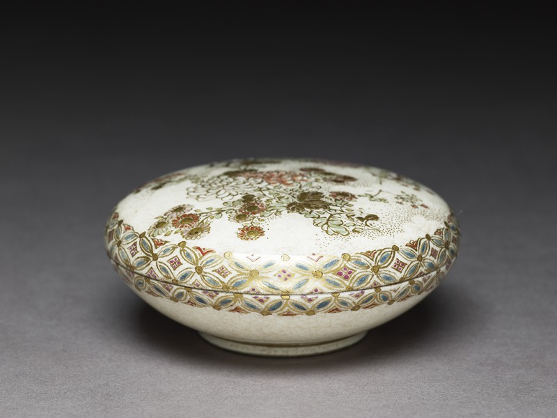 Satsuma kōgō, or incense box, with chrysanthemums