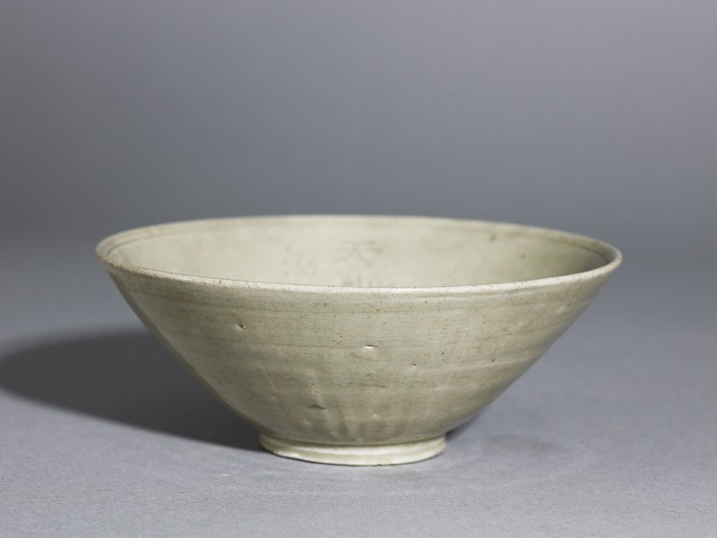 Greenware bowl with inscription (EA1956.735, oblique            )