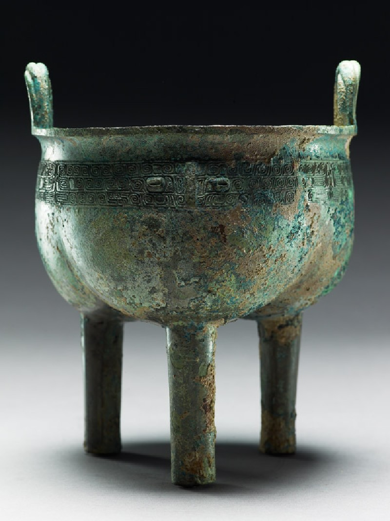 Ritual food vessel, or ding, with taotie masks (side            )