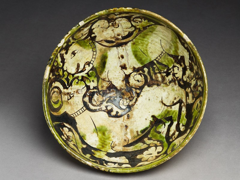 Bowl with lion attacking a gazelle (EA1956.87, top           )