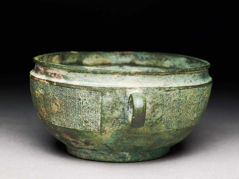 Ritual bowl with diagonal braid in a C-shape (oblique            )