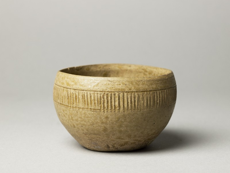 Greenware bowl with ribbed decoration (oblique            )