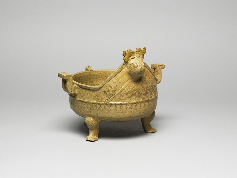 Greenware ritual food vessel, or ding (oblique            )