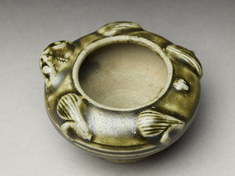 Greenware water pot in the form of a frog (EA1956.949, oblique            )