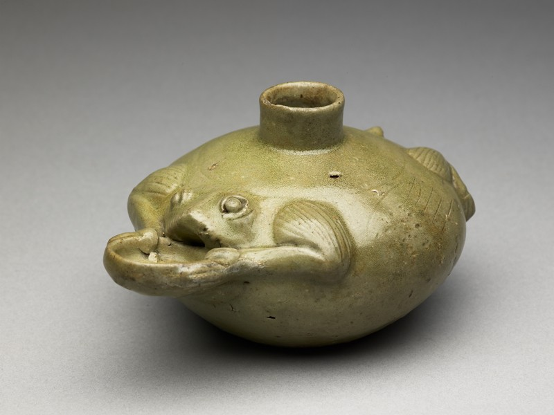 Greenware water pot in the form of a frog (EA1956.950, oblique            )