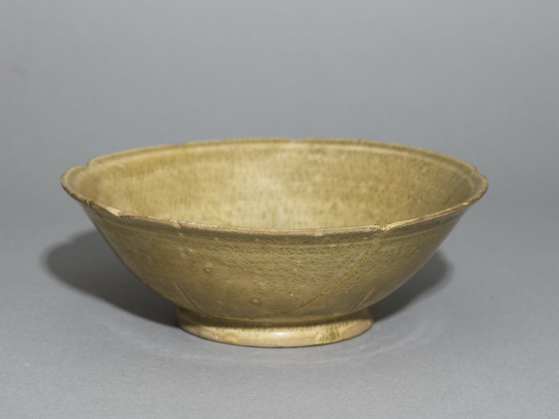 Greenware bowl with foliated rim (oblique             )