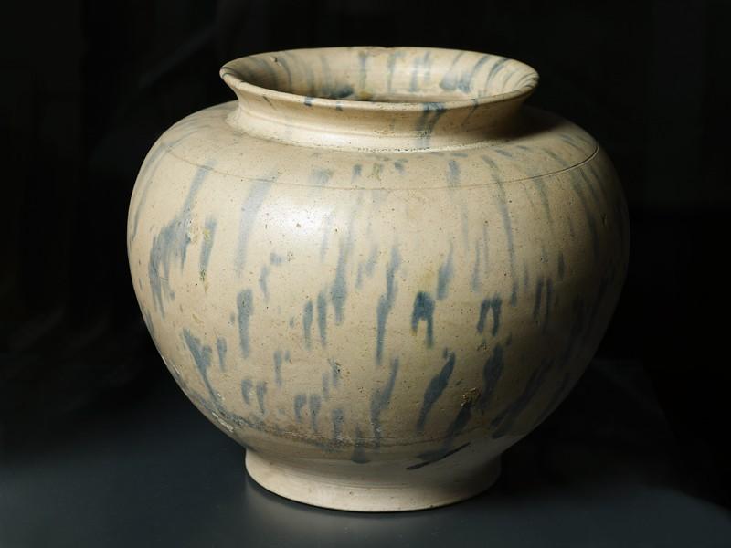 Earthenware jar (EA1956.1089, oblique             )
