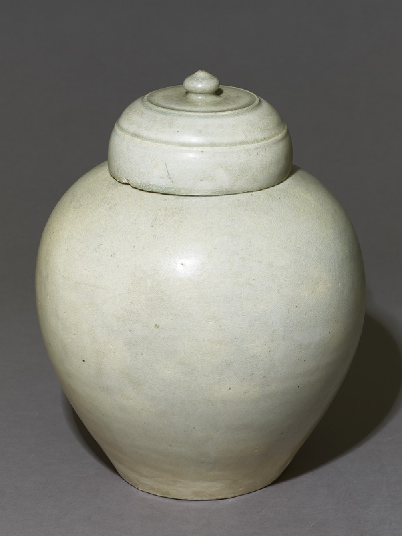 White ware jar (oblique             )