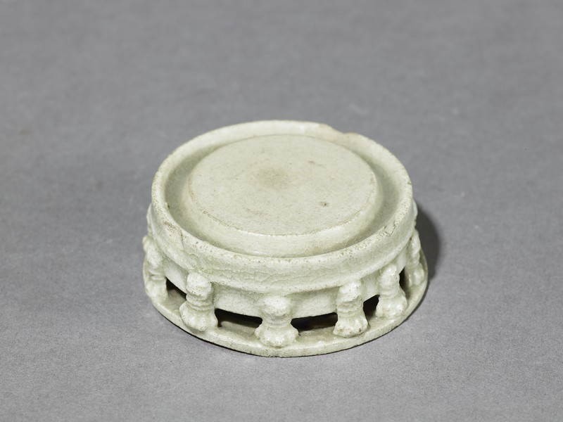 White ware inkstone with taotie masks (EA1956.1116, oblique             )