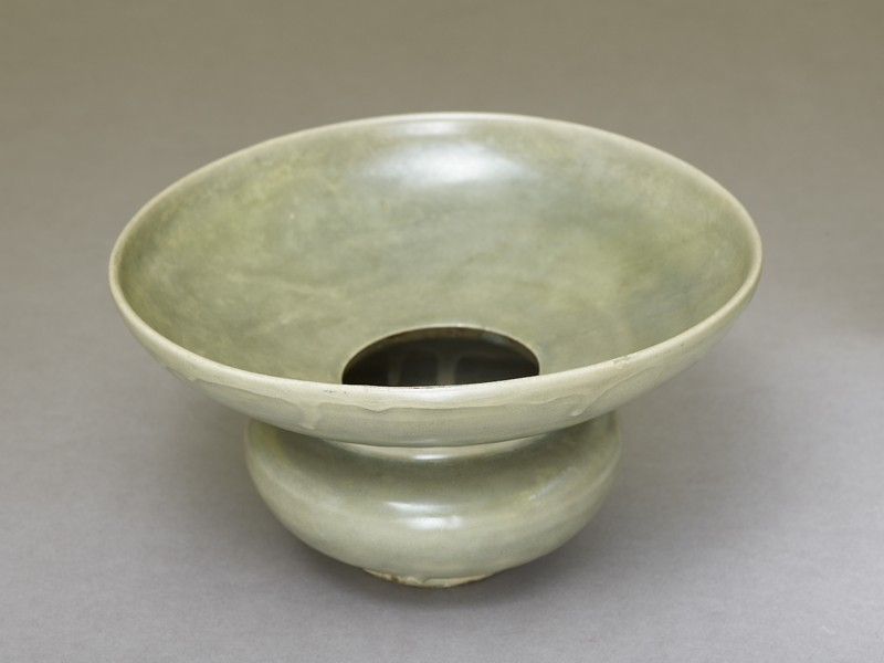 Greenware spittoon (EA1956.1202, oblique             )