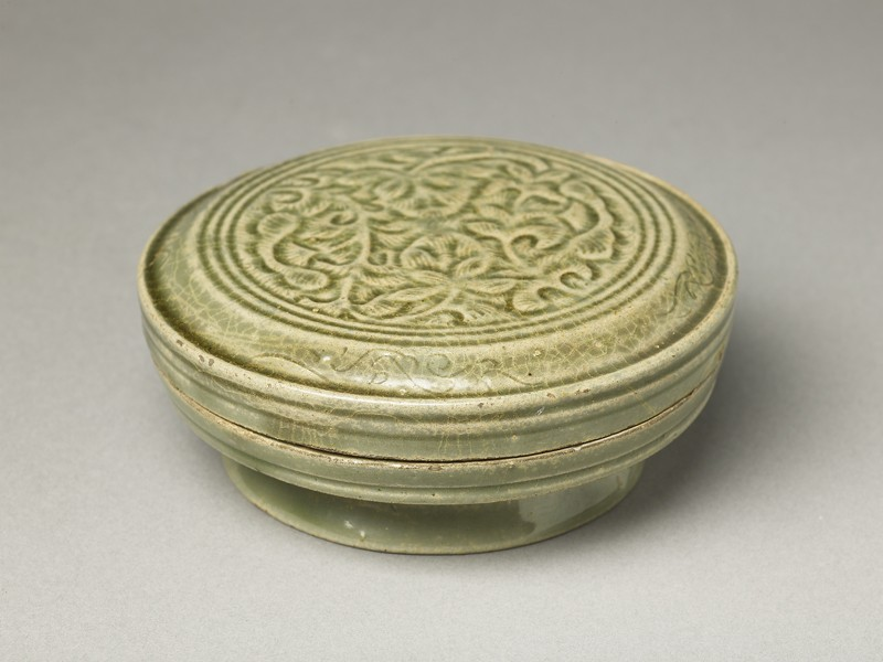 Greenware circular box and lid with floral design (EA1956.1215, oblique             )