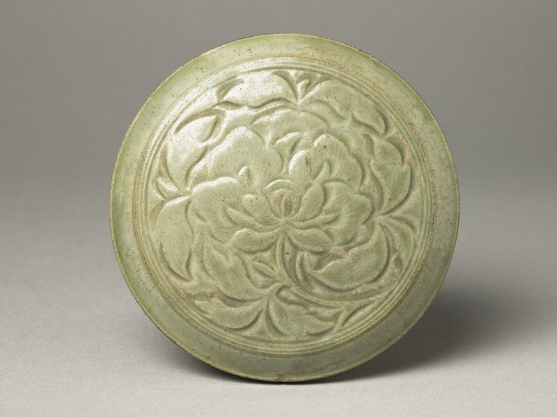 Greenware circular box and lid with peony decoration (EA1956.1218, top             )