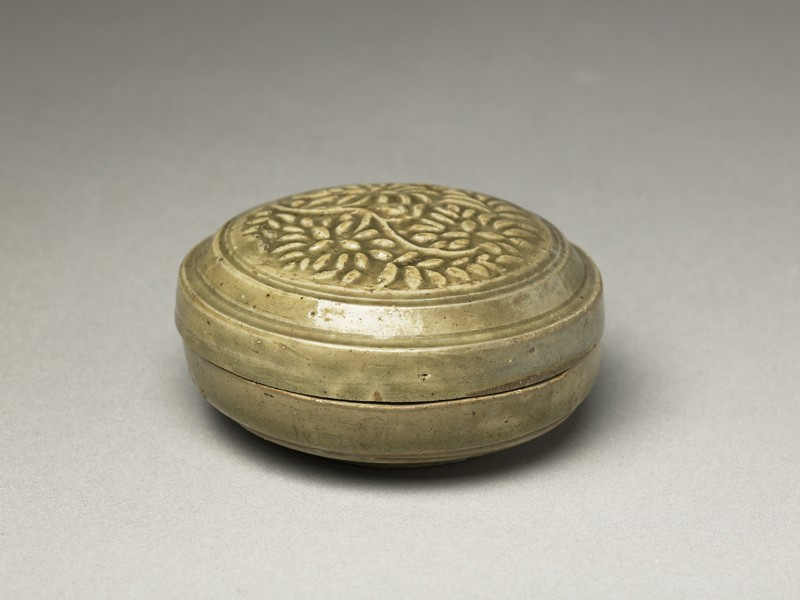 Greenware circular box and lid with floral stem decoration (EA1956.1226, oblique             )