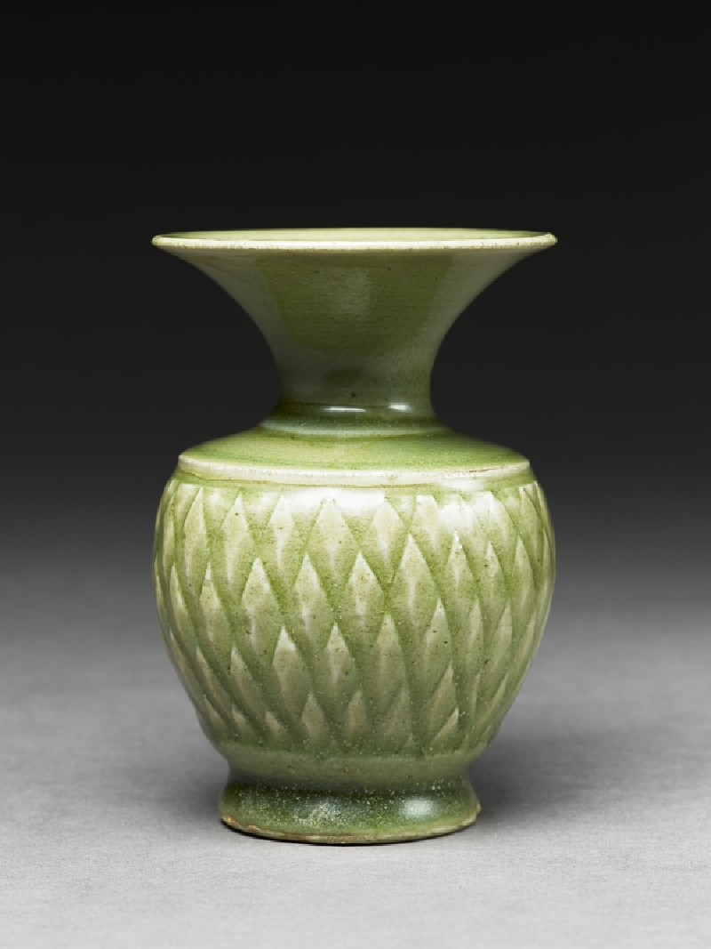 Greenware vase with diamond-shapes (side             )