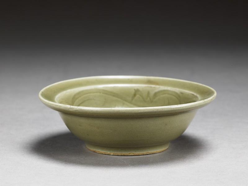 Shallow bowl (oblique             )