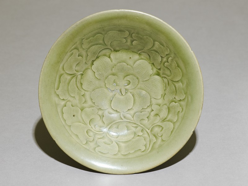 Greenware bowl with floral decoration (top             )
