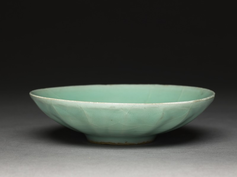 Shallow greenware dish with fluting (EA1956.1271, oblique             )