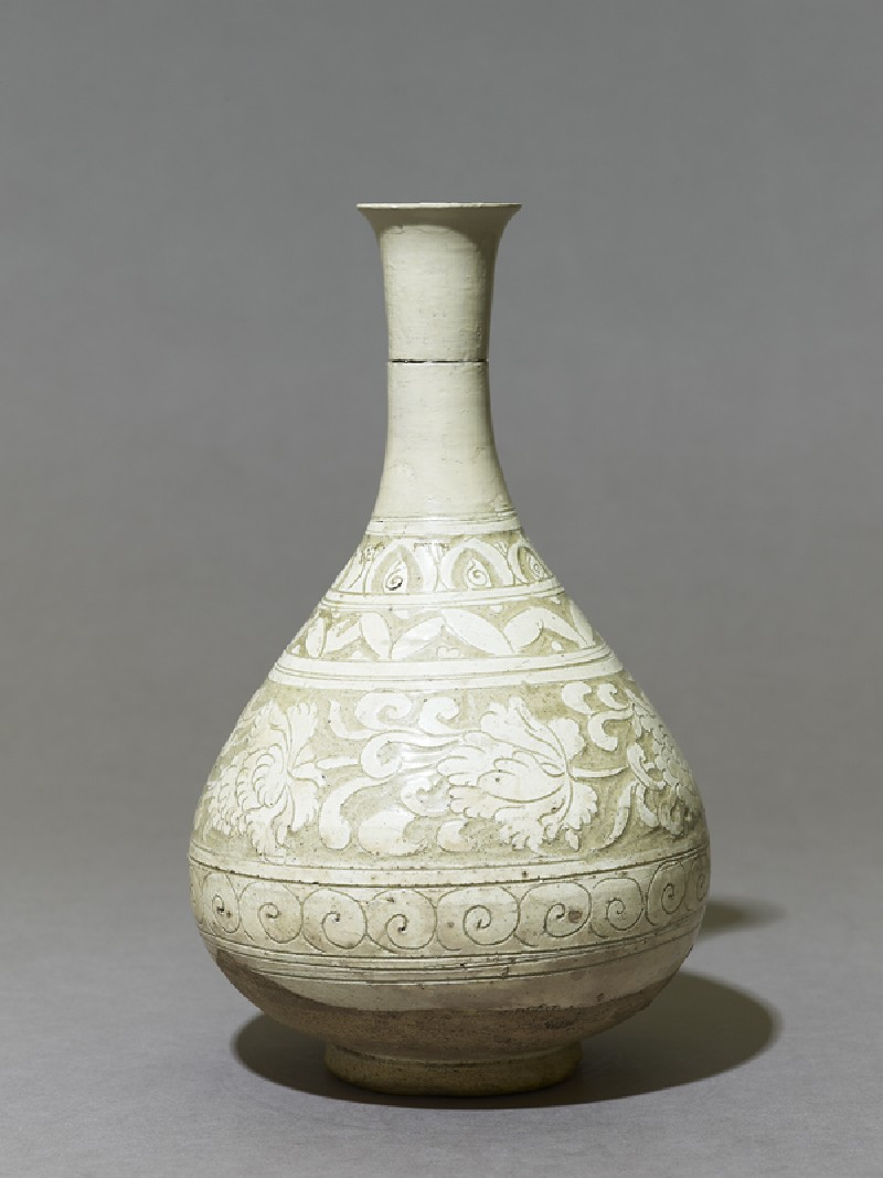 Cizhou type vase with floral decoration (side             )