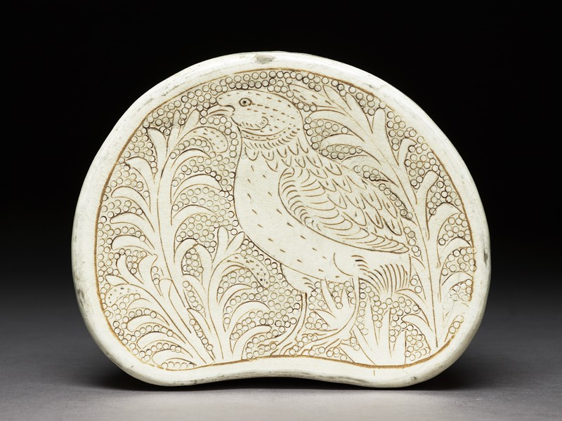 Cizhou type pillow with a bird amid foliage