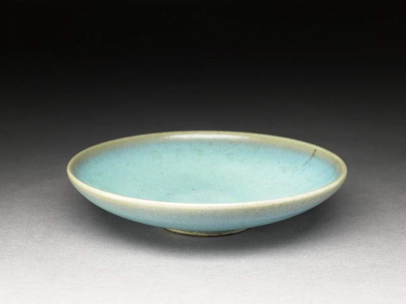 Shallow dish with blue glaze (EA1956.1348, oblique             )