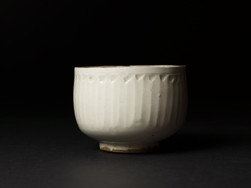 White ware bowl with straight sides (side             )
