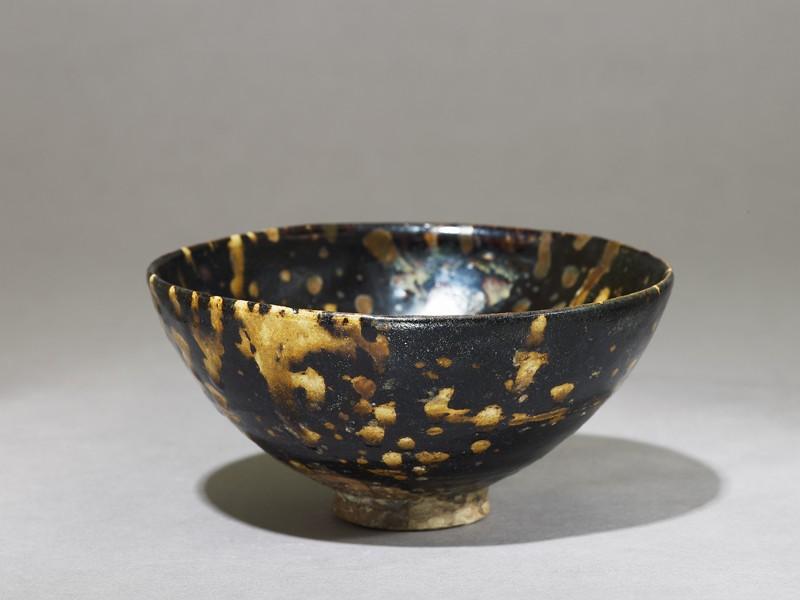 Black ware tea bowl with 'tortoiseshell' glazes (oblique             )