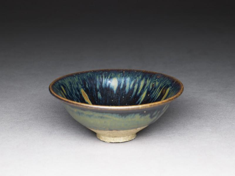 Black ware bowl with iron glazes (oblique             )