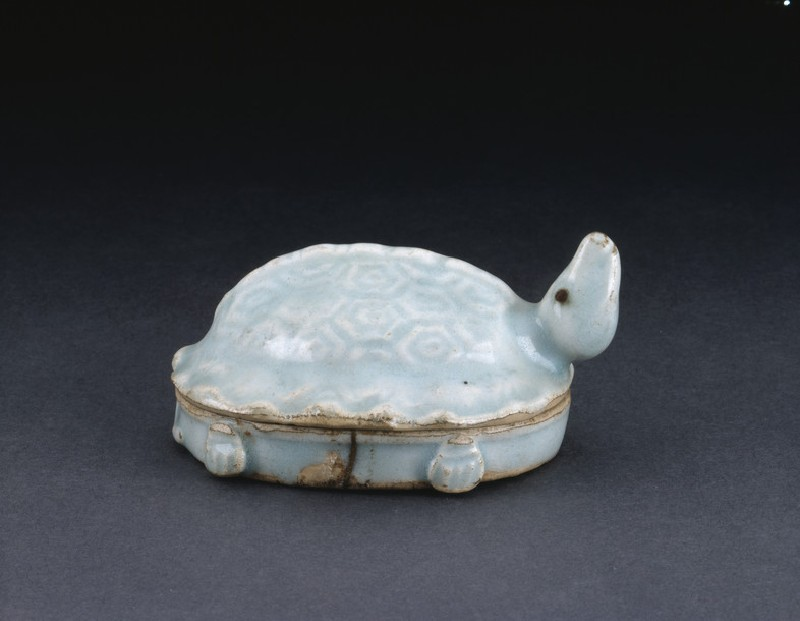Box in the shape of a turtle (EA1956.1420, oblique             )
